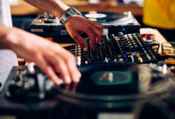 Budding Dubai DJs get new gear