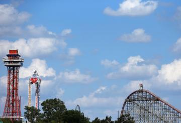 Dubai ruler opens door for Six Flags park in Saudi