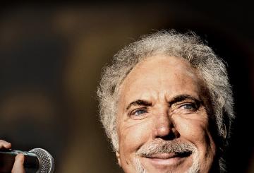Tom Jones to open Dubai Jazz Festival in 2017