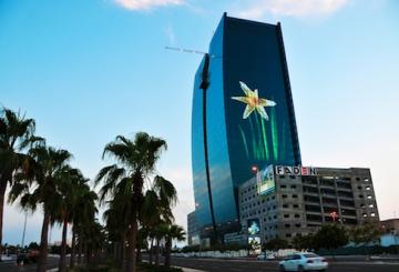 VIDEO: Giant Jeddah media facade