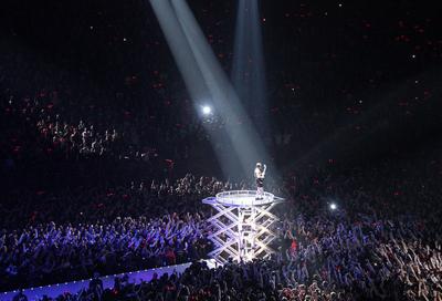 Lady Gaga postpones Paris