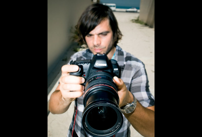 Canon still cam 'moves' video pros