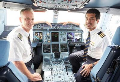 Emirates reveals 360-video of A380 flight deck