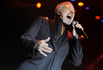 Tom Jones Doha concert hit by power outage