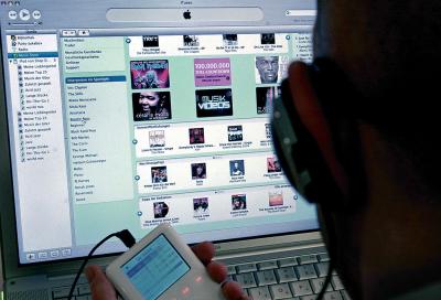 Warner Bros. recruits anti-piracy 'spies'