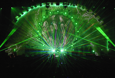Aussie Floyd show uses first-ever 3D sterographics
