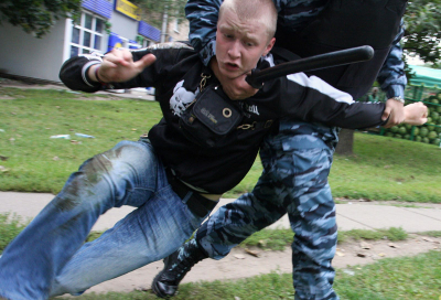Skinheads attack crowd at Russian festival