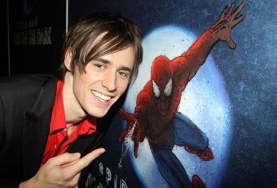 VIDEO: Spiderman actor plunges 30ft onto stage