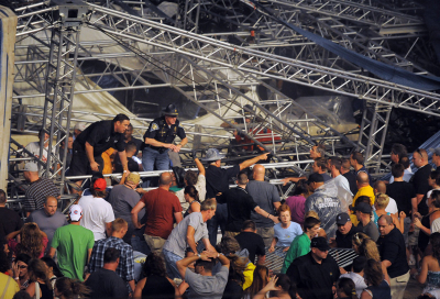 BREAKING: Stage collapse leaves four dead in US