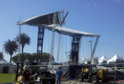 Stage collapse injures three crew members
