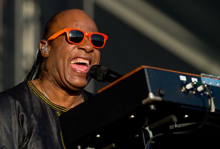 Stevie Wonder sounding good with new mics