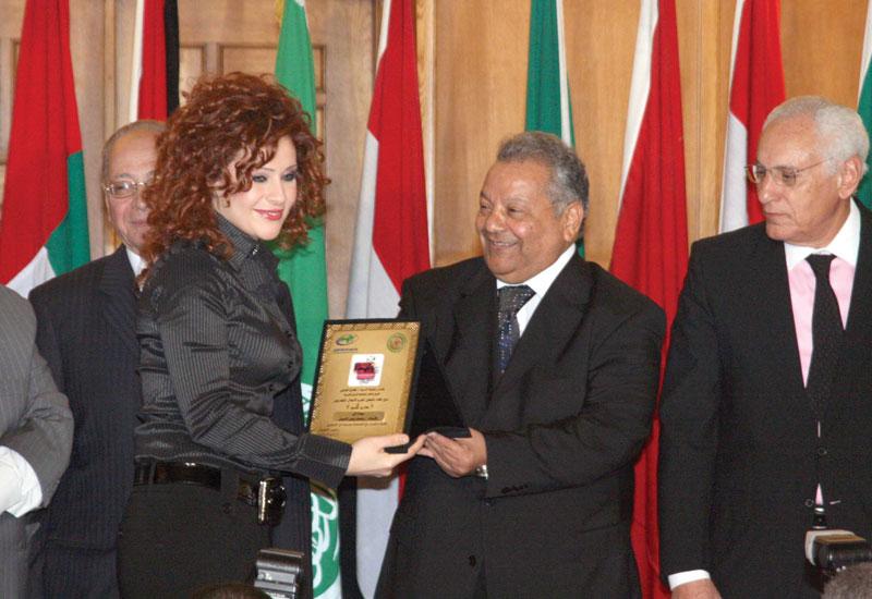 APUTV heads with Rehab Zinedine(left), ambassador of White hands, a project on women.