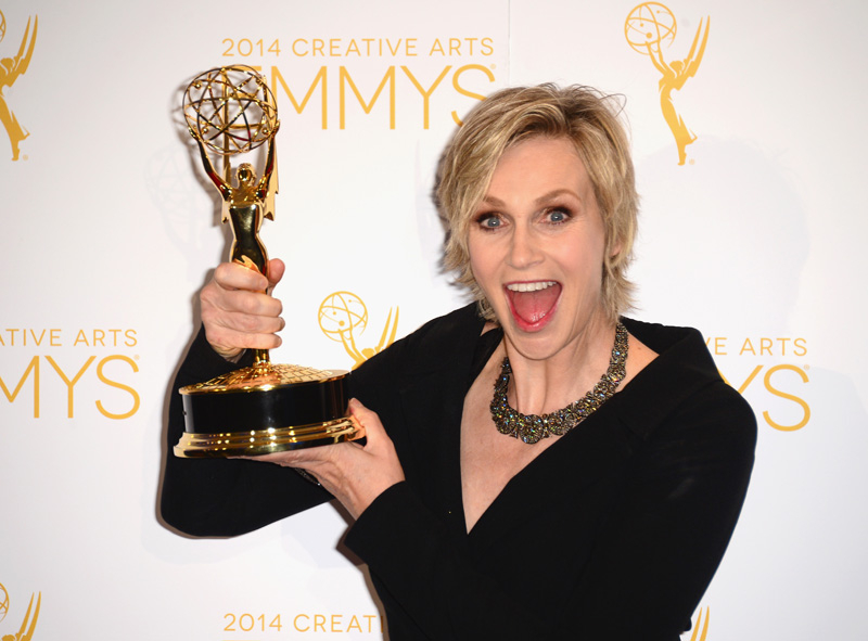 Actress Jane Lynch poses with her award