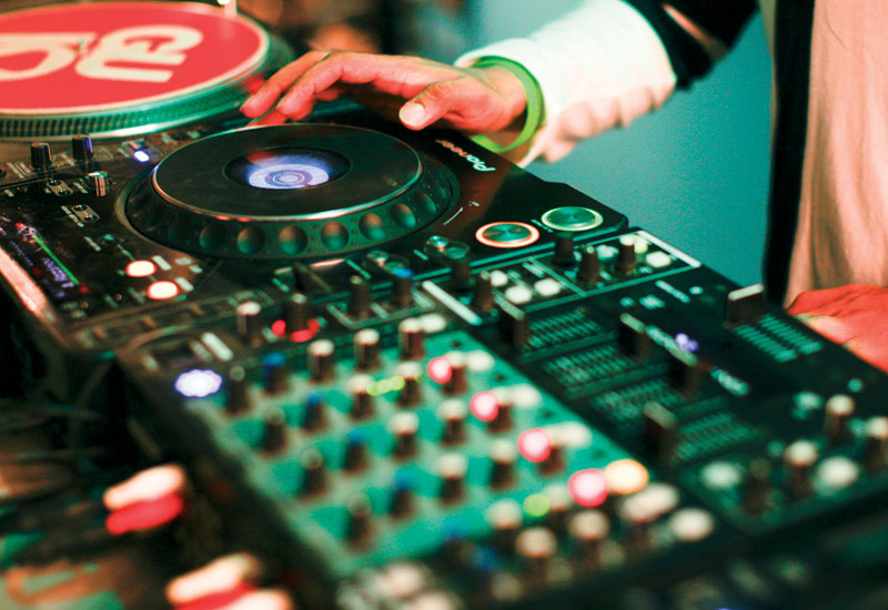 Pioneer CDJ-100S and CDJ1000 mixers feature prominently.