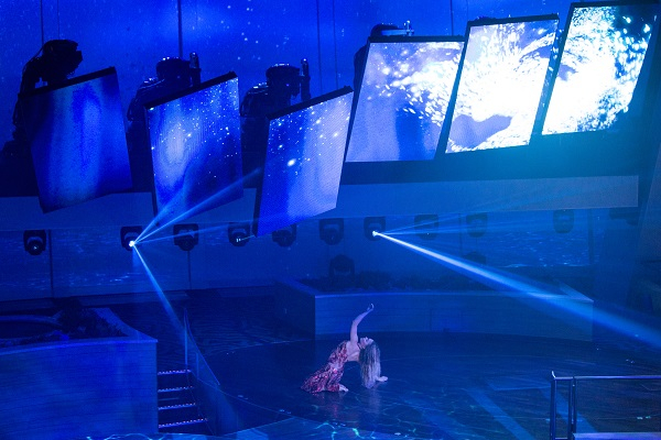 HD screens in Royal Theatre