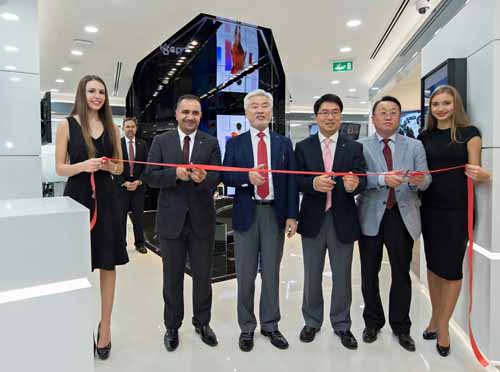 LG Electronics MEA team: (starting 2nd from left) Audai Altaie, sales head of B2B MENA, Kook Hwan Cha, President, MEA; David Kim, director MEA B2B Tea
