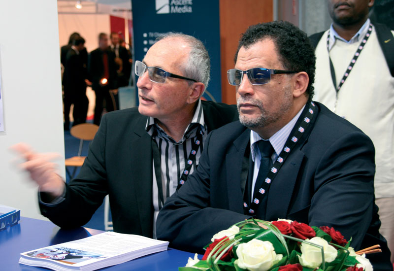 Francis Tellier (HBS) & Dany Jordaan (CEO of the Organising Committee) watch a 3D demo compiled by HBS.