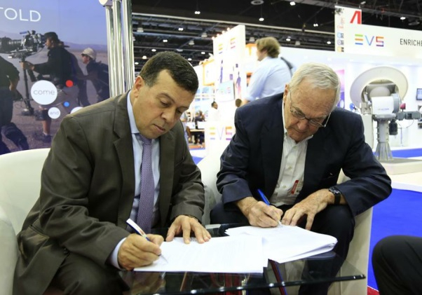 Mohammed al Ajlouni, President at ABS Network (L) and Jim Meadlock, CEO at Telairity sign the partnership agreement.