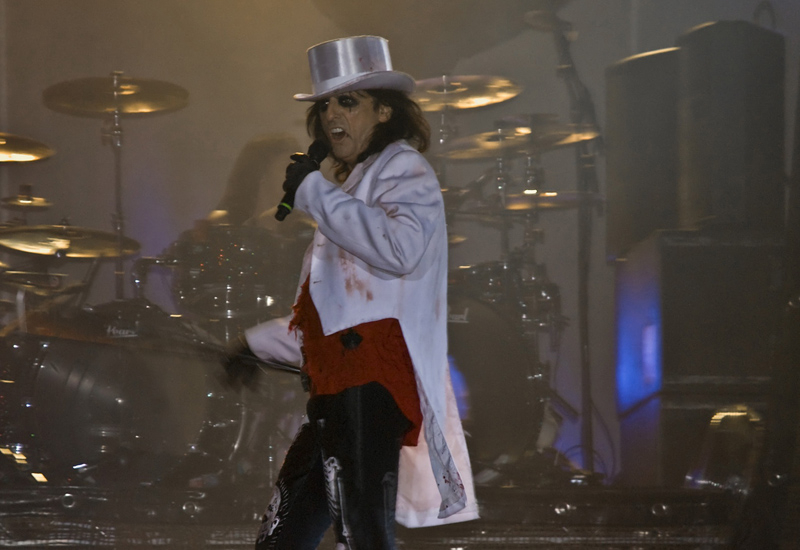 Alice cooper, Axl rose, Beyonce, Cancellation, Cancelled, Concert, Guns and roses, Justin bieber, Meat loaf, Michael jackson, No-show, Pictures, Tiesto, Vanilla ice, Video, Whitney houston, Willie nelson, News, International News