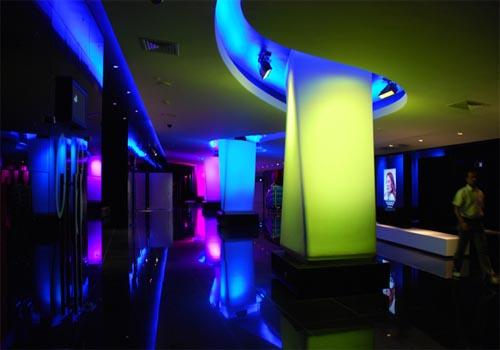 The LED lighting system consists of 68 Martin Stagebar 54 luminaires.