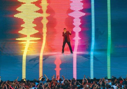 George Michael's recent Wembley performance boasted an amazing LED stage set featuring Barco's MiSTRIP modules.