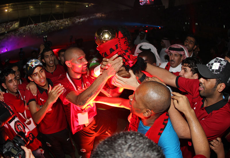 Al Rayyan's star player Alfonso Alves holds the Emir's Cup.