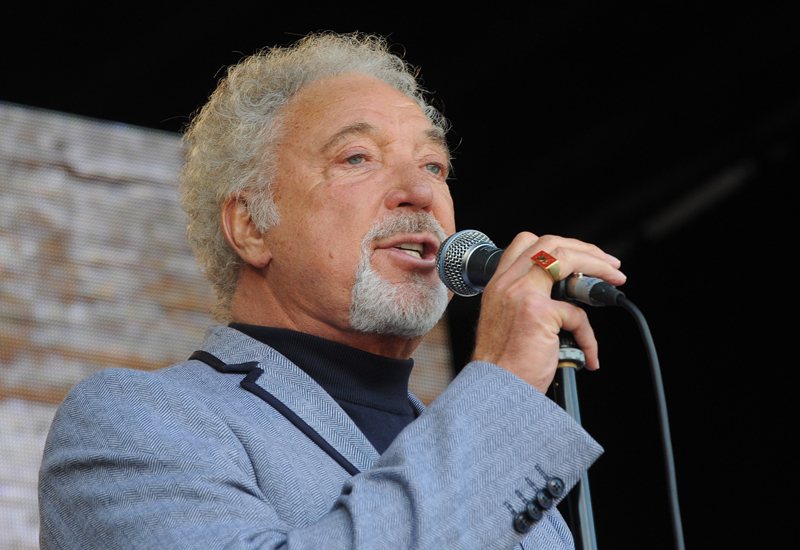 Tom Jones has cancelled his upcoming Abu Dhabi concert due to a family medical emergency.