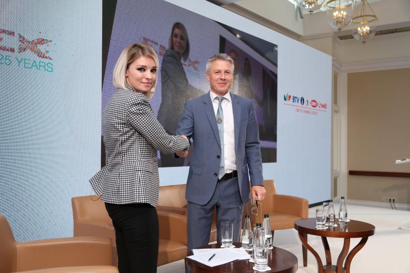 Shadia Ajlouni, Regional Operations Manager of Arab 24 with Adrian Wells, Managing Director, ENEX