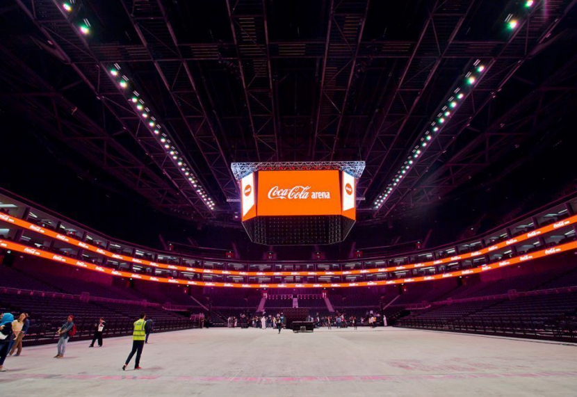 The new 'Coca Cola' sign stands 537 cm tall and includes a total of 2,685 LED lights.