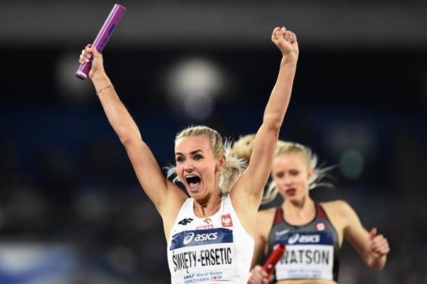 Justyna Swiety-Ersetic celebrates Poland's 4x400m victory at the IAAF World Relays Yokohama