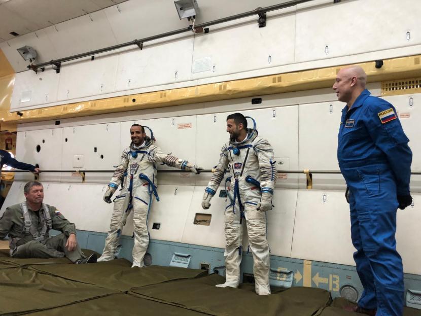 Emirati astronauts Hazzaa AlMansoori and Sultan AlNeyadi during training.
